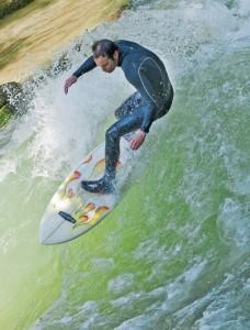 nico-meisner-buster-eisbach-munich-river-wave-surfer