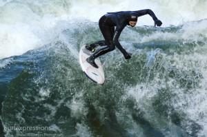 conni-grundmann_eisbach-münchen-river-fluss-surfer