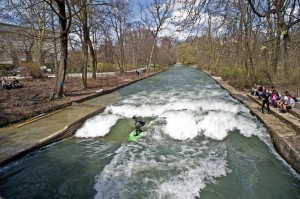 Eisbach river surfing munich early april 2010