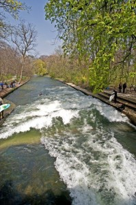 Eisbach river surfing munich late april 2010 b