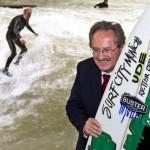 Eisbach Welle Munich gerettet Ude Surfen legal
