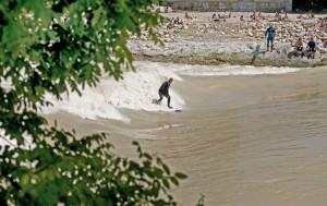 Hochwasser Isar München Surfen Juni 2010 Surfer
