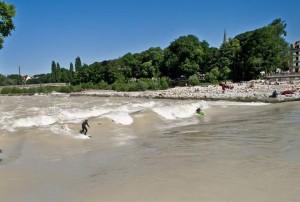 Hochwasser München Surfen Isar Juni 2010 Surfer Welle