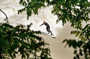 Hochwasser München Surfen Juni 2010 Isar Surfer