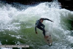 Yoyo-Terhorst-Eisbach München surfen Munich River Fluss Surfer