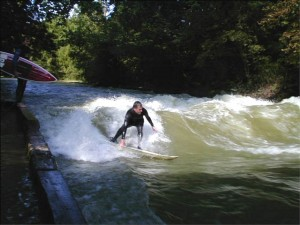 Thomas Mayr Eisbach München Munich River Surfing Fluss Surfer