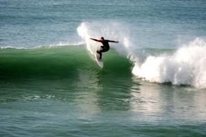 Thomas Mayr Eisbach Muenchen River Surfer Surfen Lernen Surfcamp Surfkurs