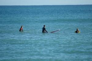 Thomas Mayr mit Familie Kinder beim Surfkurs