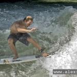 Yoyo-Terhorst-Eisbach München surfen River surfing Munich Fluss Surfer