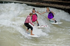 eisbach muenchen river surfing oktoberfest wiesn-1