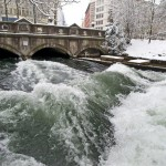 eisbach-surfen-mnchen-schnee-river-surfing-munich-snow