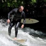 Eisbach-River-Surfer-Guenter Nusser am Eisbach München relax