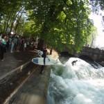 Eisbach River Surfing Muenchen Ostern 2