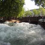 Eisbach River Surfing Muenchen Ostern 4