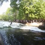 Eisbach River Surfing Muenchen Ostern 7