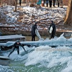Eisbach Surfer Crowd-im-eis