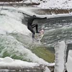 eisbach munchen surfen im eis