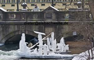 eisbach munich ice art
