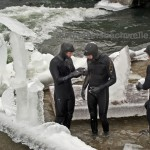 eisbach mnchen eisprinzessinnen bei der arbeit