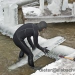 eisbach surfer tao schirrmacher im eis