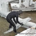 eisbach surfer tao schirrmacher im eis