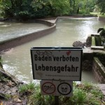 Eisbach Bade Kurve im Trockenen ohne Wasser